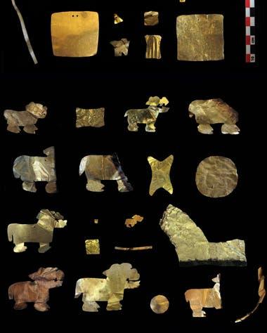 Entre las ofrendas había un gran número de piezas de oro, además de incensarios de cerámica con forma de puma, un animal sagrado