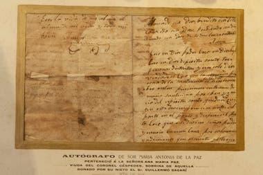 Una carta manuscrita se exhibe en una suerte de museo dedicado a Mama Antula