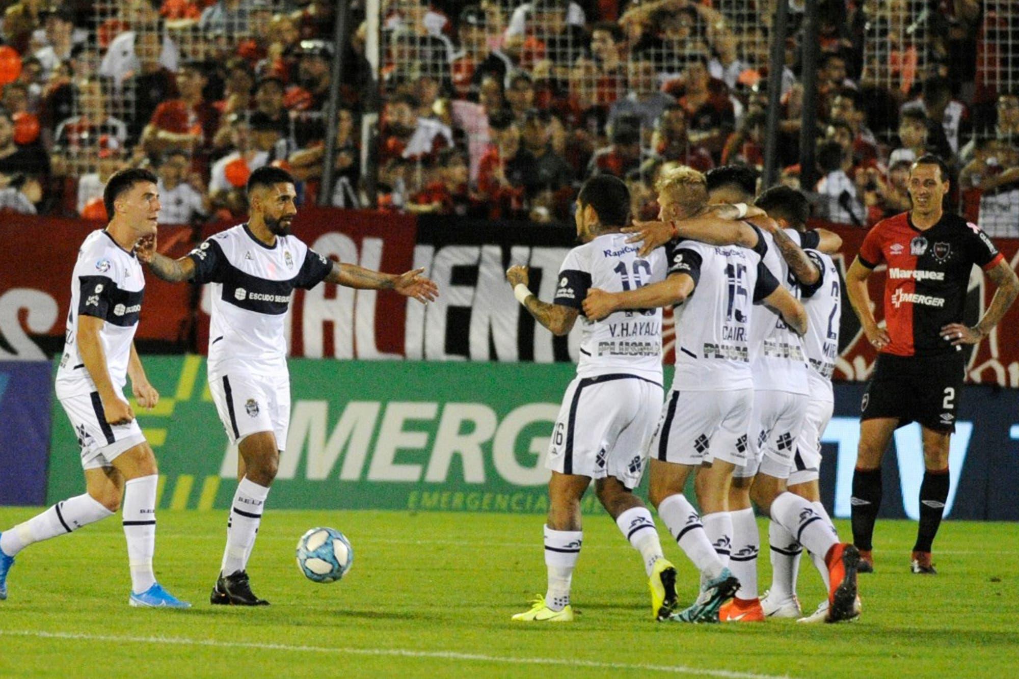 Newell´s-Gimnasia, por la Superliga: otro capítulo especial para Maradona