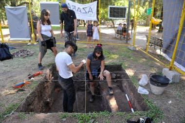 El equipo de la cooperativa Arqueoterra, en plena tarea