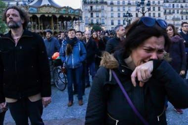 El incendio de Notre Dame causó un fuerte impacto emocional entre los parisinos.