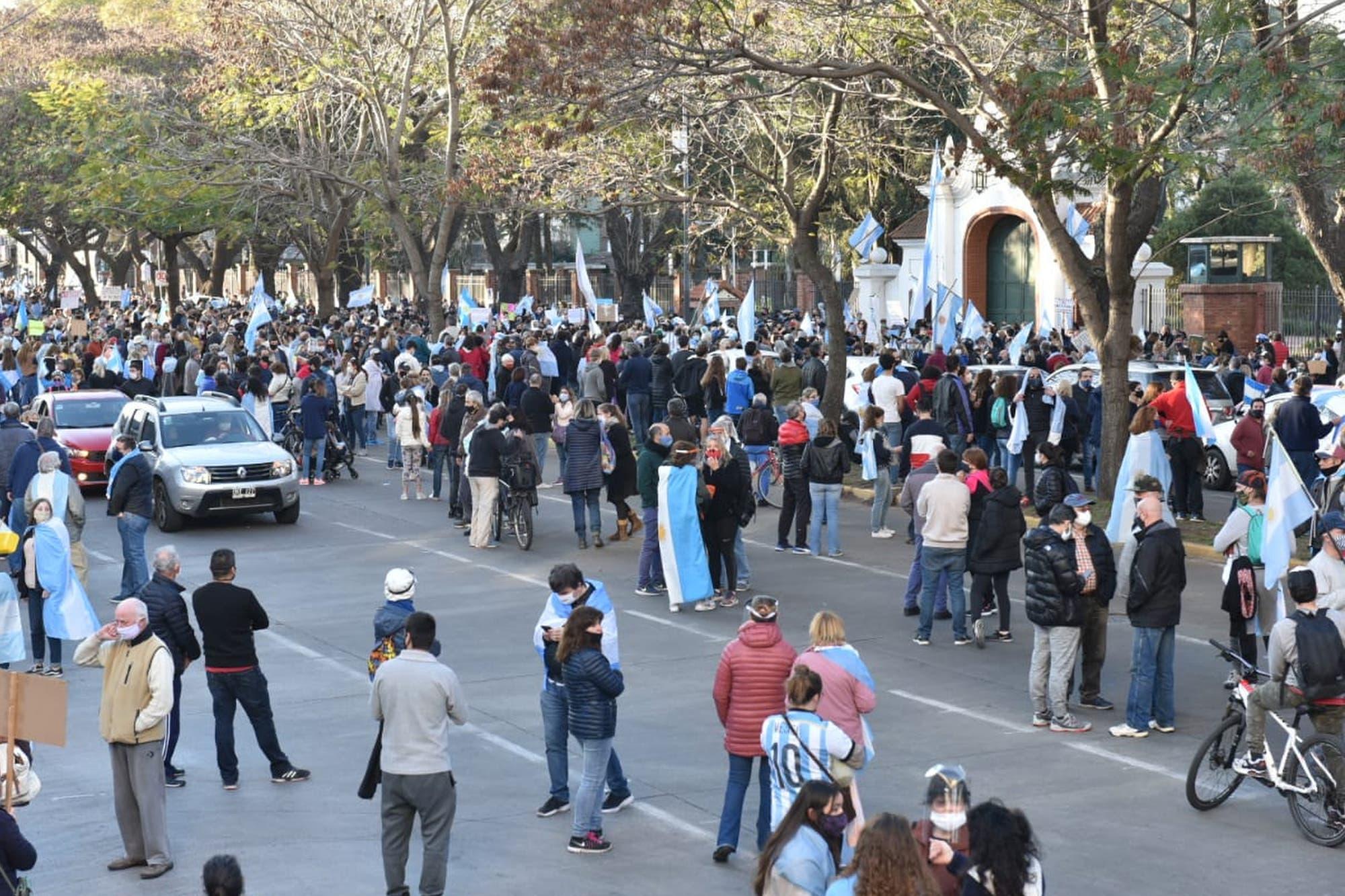 Marcha 17A. Cacerolas y bocinazos: cientos de personas se ...