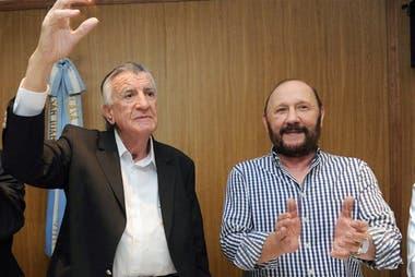 José Luis Gioja y Gildo Insfrán firmaron el comunicado que apuntó contra el macrismo por la tensión creciente entre el gobierno de Axel Kicillof y la policía bonaerense