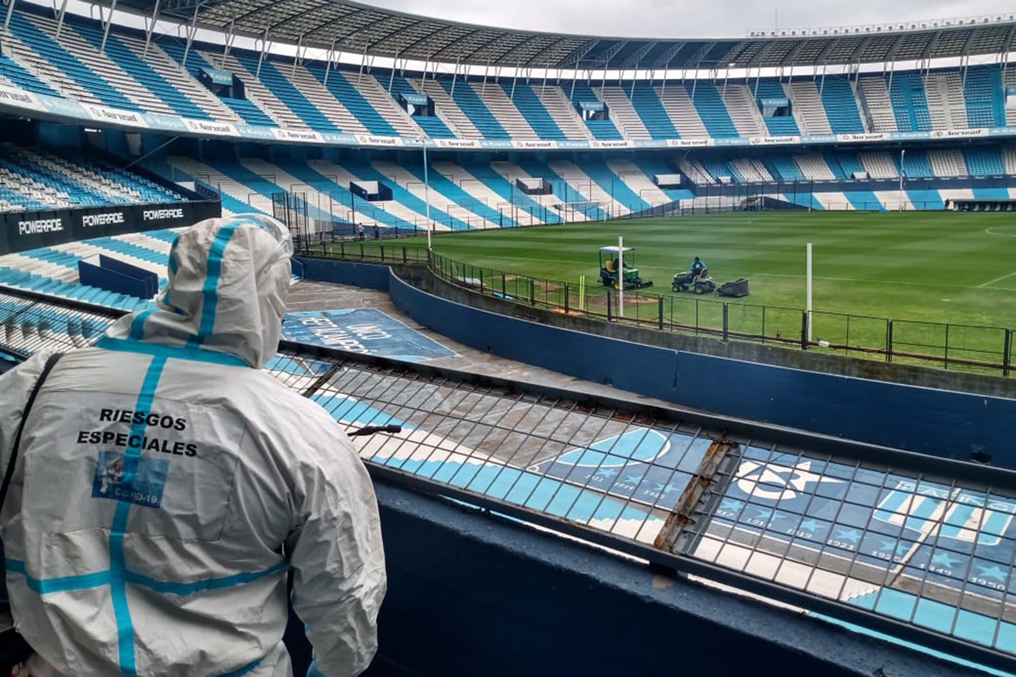 Copa Libertadores. Prohibido besar la pelota: cómo será Racing-Nacional, el primer partido en la Argentina después de seis meses