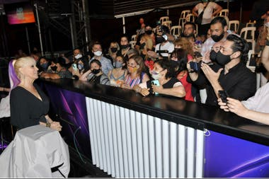 La cantante se acercó a sus fans luego del show