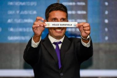 El momento en el que sale la bolilla de Vélez, cuyo clásico interzonal será Argentinos Juniors.
