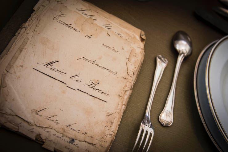 Los visitantes pueden consultar el cuaderno de recetas de María Varela de Beccar