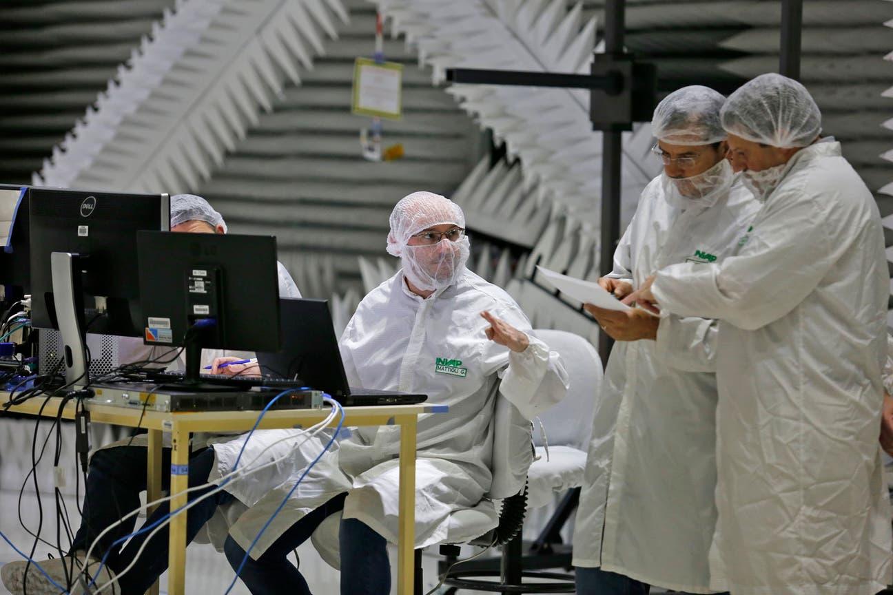 Ingenieros de Invap, de Ceatse y de Conae trabajan en el satélite Saocom 1A, junto a científicos de Space X. El lanzamiento es en septiembre