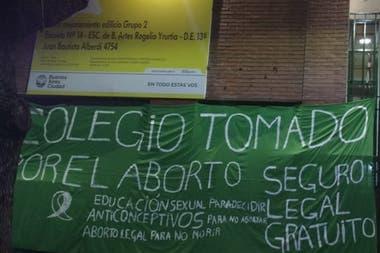 Alumnos de un secundario de Parque Avellaneda ocupan las instalaciones desde el viernes; se sumarían otros establecimientos