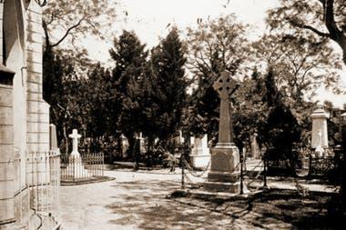 En el ex cementerio de la calle Victoria, ahora está emplazada la Plaza 1° de Mayo