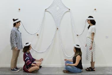 Neto propone al público interactuar con sus esculturas