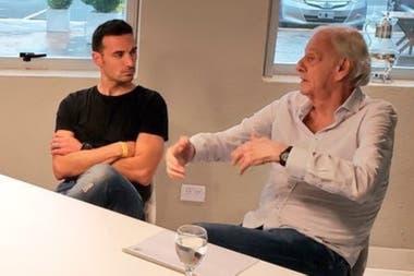 César Luis Menotti, en una charla con Lionel Scaloni