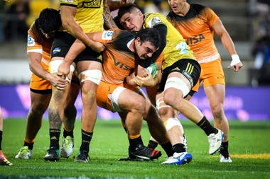 Agustín Creevy resiste una doble marca neozelandesa.