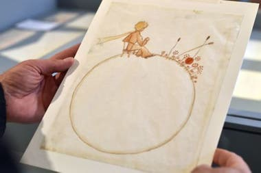 """Antoine de Saint-Exupéry no solo escribió """"El principito"""" sino que también hizo las ilustraciones. Esta es una de las originales que fueron exhibidas en Toulouse, Francia, en 2017"""