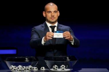 El ex jugador Wesley Sneijder, en el sorteo de la Champions.