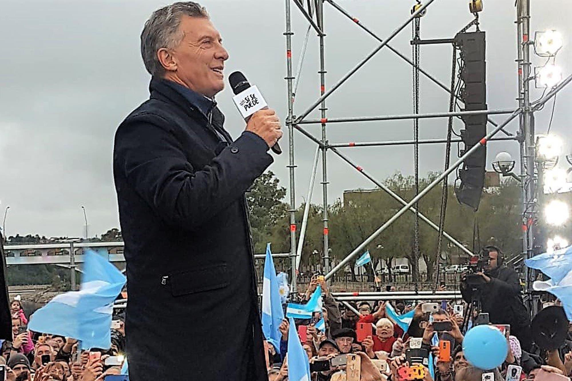 Mauricio Macri encabezó una marcha Sí se puede en Villa Carlos Paz junto a Mario Negri