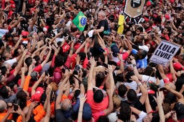 Lula,ayer, entre sus simpatizantes en el acto en São Bernardo do Campo