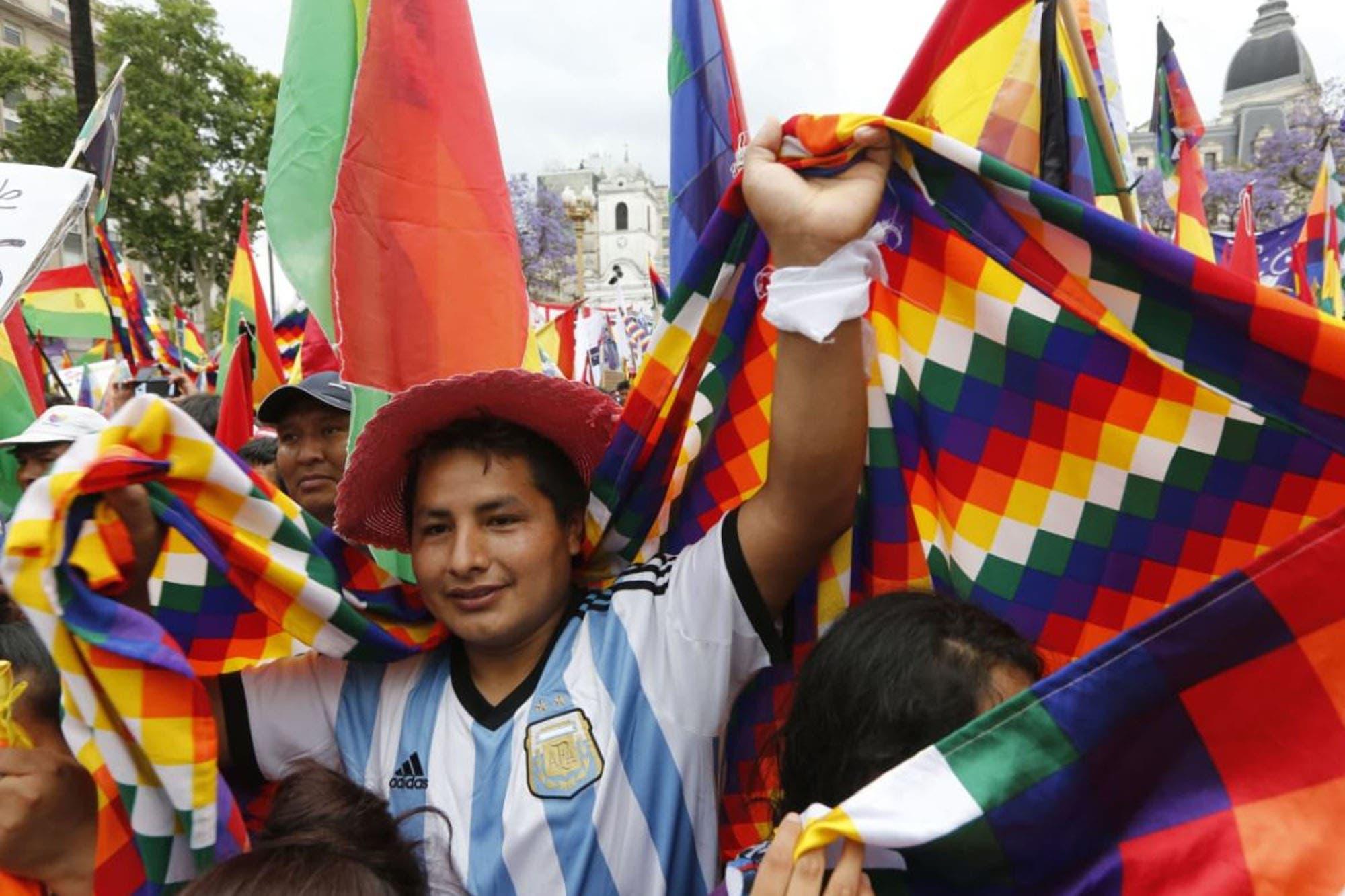 Marcha en el centro porteño en apoyo a Evo Morales