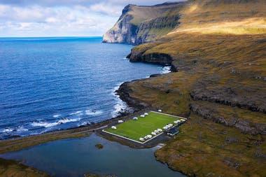 El Eidi Stadium de Islas Faroe está rodeado por las aguas del Océano Atlántico.