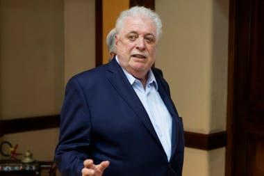 El ministro de Salud, Ginés González García, anticipó que hablará con la AFA para intentar cumplir con el calendario que aprobó ayer la Conmebol.