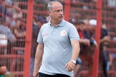 Alejandro Cappuccio, entrenador de Rentistas, campeón por primera vez del fútbol uruguayo