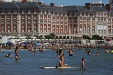 Durante los 15 días iniciales de este mes, arribaron a Mar del Plata 381.092 visitantes, un 40% menos que el año pasado