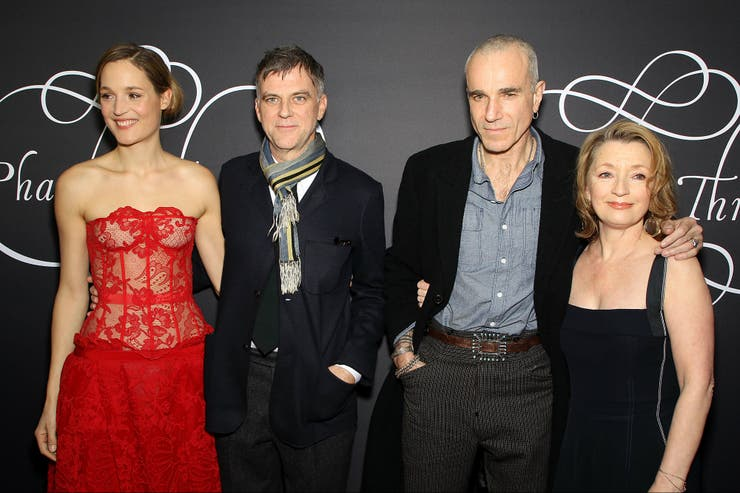 Vicky Krieps, Paul Thomas Anderson, Daniel Day Lewis y Leslie Manville, en la premiere del film