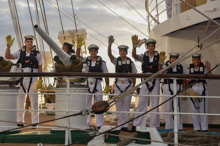 El viaje tiene como objetivo completar la formación de los guardamarinas en comisión