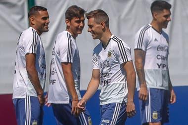 Gabriel Mercado, Paulo Dybala, Giovani Lo Celso y Enzo Perez, en la práctica que realizaron los jugadores de la selección, que no fueron titulares en el empate ante Islandia