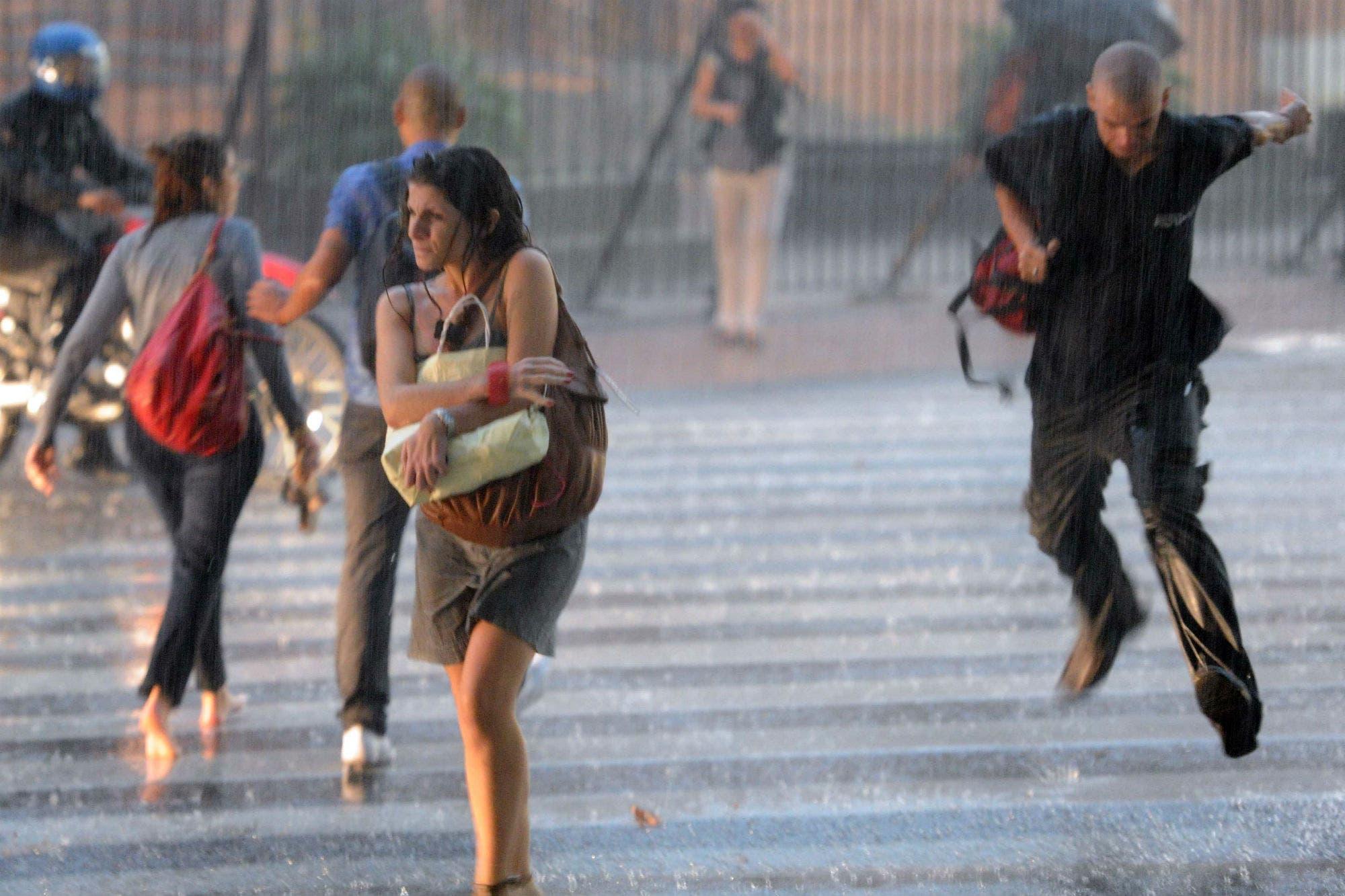 Rige una alerta por tormentas intensas, granizo y ráfagas en la ciudad