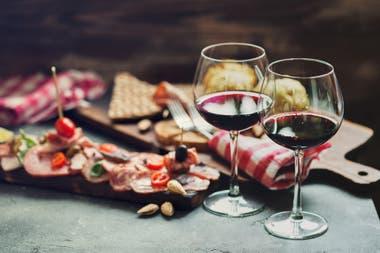 Muchos expertos siguen reivindicando las bondades del vino en cantidades mesuradas