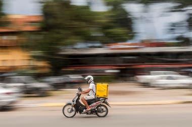 ¿Fin de semana sin delivery? El juez Andrés Gallardo prohibió, en forma inmediata, la actividad en la ciudad y ordenó el bloqueo de las tarjetas de crédito