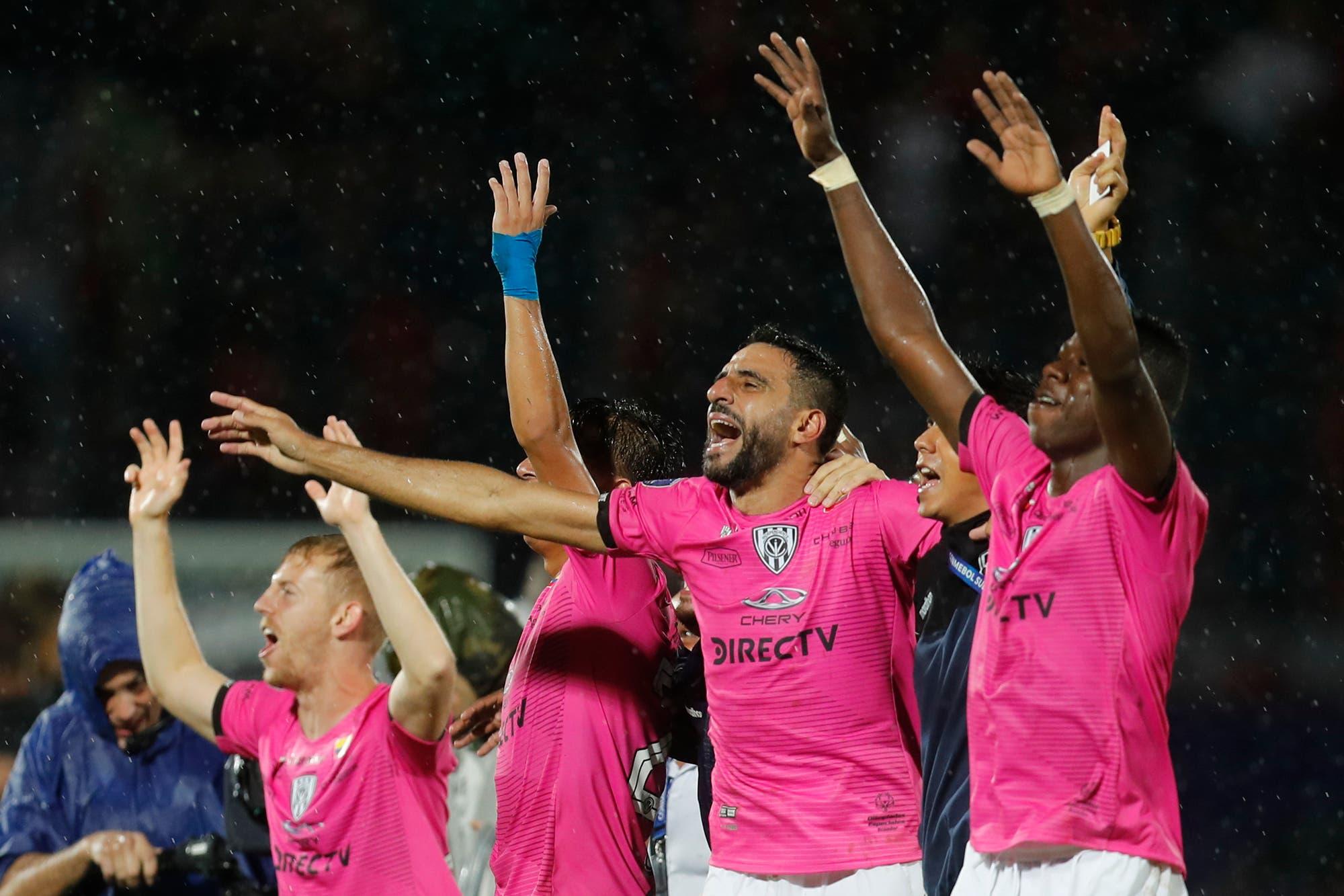 En un final dramático, Colón perdió 3 a 1 ante Independiente del Valle y no pudo ganar la Copa Sudamericana