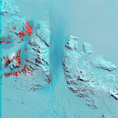 Las montañanas Transantárticas está atravesadas por una cresta de hielo