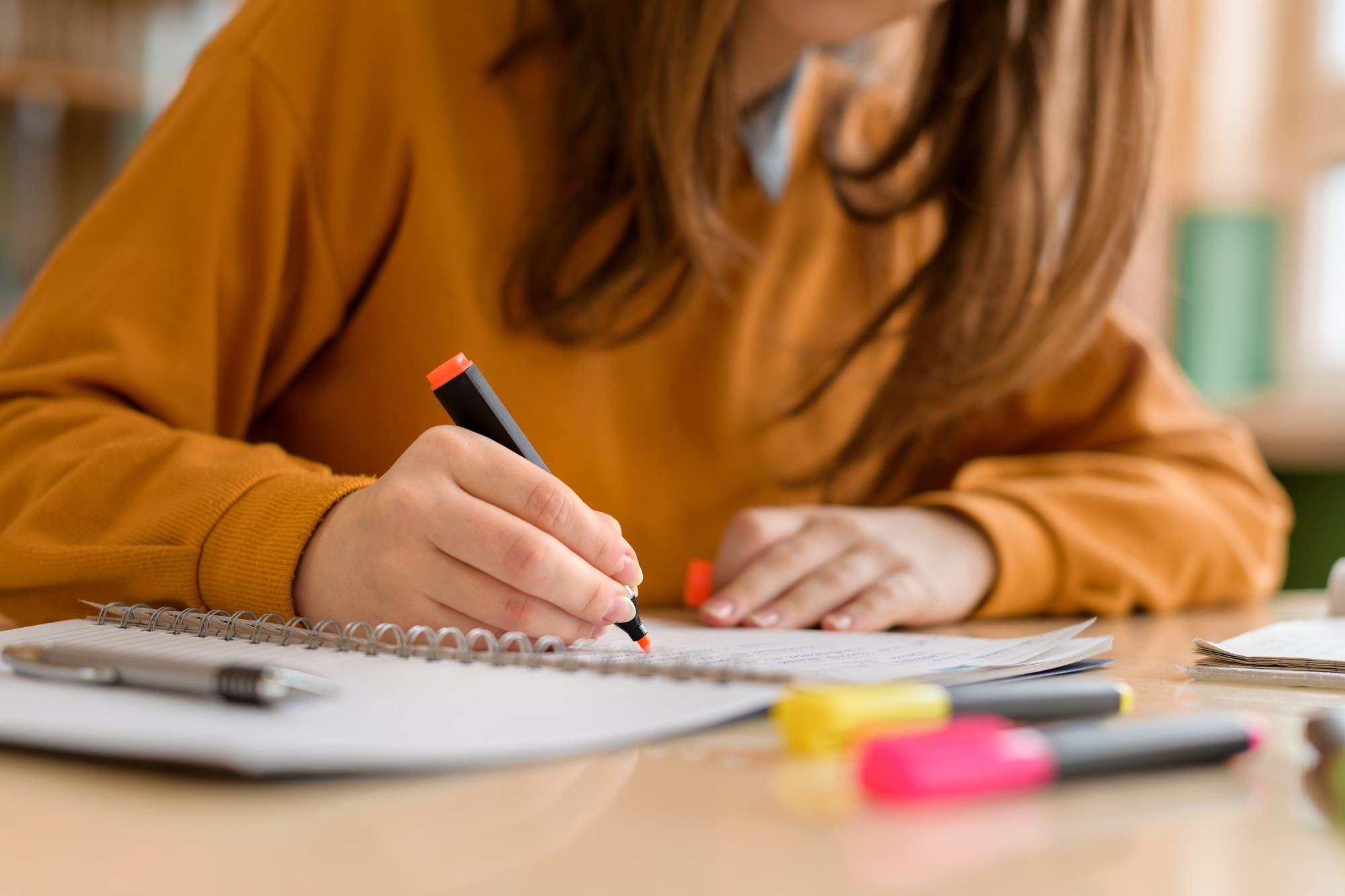 Por qué a veces es mejor tomar notas a mano y no con un teclado