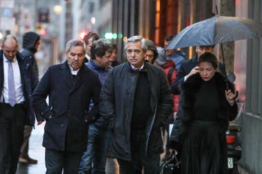 Concentrados en la reunión de hoy, Fernández y su comitiva solo dejaron el hotel para almorzar