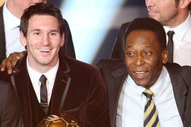 """Un día, en 2012, Pelé desafío públicamente a Messi: """"Cuando haya convertido 1283 goles, hablamos..."""" El rosarino lleva 1114, y a diferencia del crack brasileño, los de la """"Pulga"""" sí están bien registrados"""