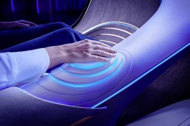 Conexión biométrica: en lugar de un volante convencional, el elemento de control multifuncional en la consola central permite que humanos y máquinas se fusionen