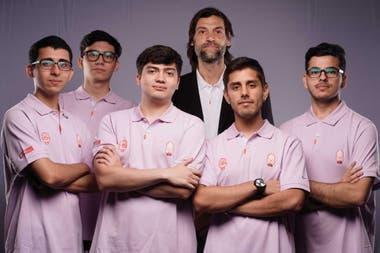 Con New Indians GG, el equipo de e-sports del que es CEO, Oberto abrió un nuevo proyecto que mezcla dos de sus pasiones: el deporte y el gaming. Siempre tuvo consolas y al cierre de esta edición estaba jugando al NBA 2K y al Among Us, el videojuego del momento