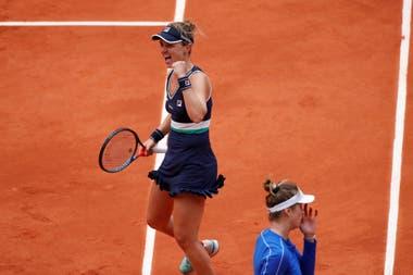En Roland Garros, Nadia Podoroska venció a Elina Svitolina, 5° del mundo, por 6-2 y 6-4; en las semifinales se medirá con Iga Swiatek (Polonia) o Martina Trevisan (Italia).