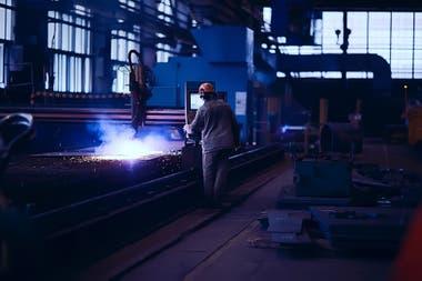 Según estimaciones del economista Ariel Coremberg, la inversión en relación al PBI cayó a niveles similares a los de 2002