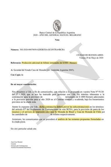 La nota del BCRA dirigida a Casa de Moneda el último 4 de junio autoriza el pago de US$92,34 por millar de billetes de $1000 a Brasil y eventualmente a Chile. De manera que la contratación europea implica un desembolso casi 37% mayor.