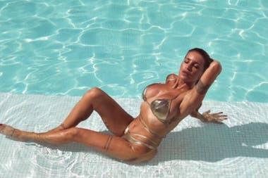 La imagen de Peña a la orilla de su inmensa piscina es un anticipo del verano argentino, que muchas famosas transmitirán en vivo desde sus redes sociales