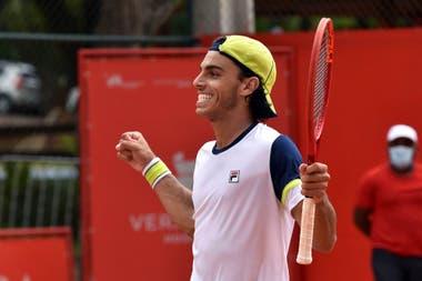 La celebración del tenista argentino Francisco Cerúndolo, campeón del ATP Challenger de Campinas, Brasil.
