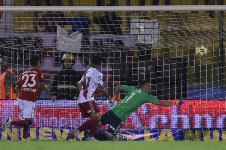 Lo que dejó el triunfo de River: la dedicatoria en el gol de Juan Fernando Quintero y la espectacular triple atajada de Franco Armani