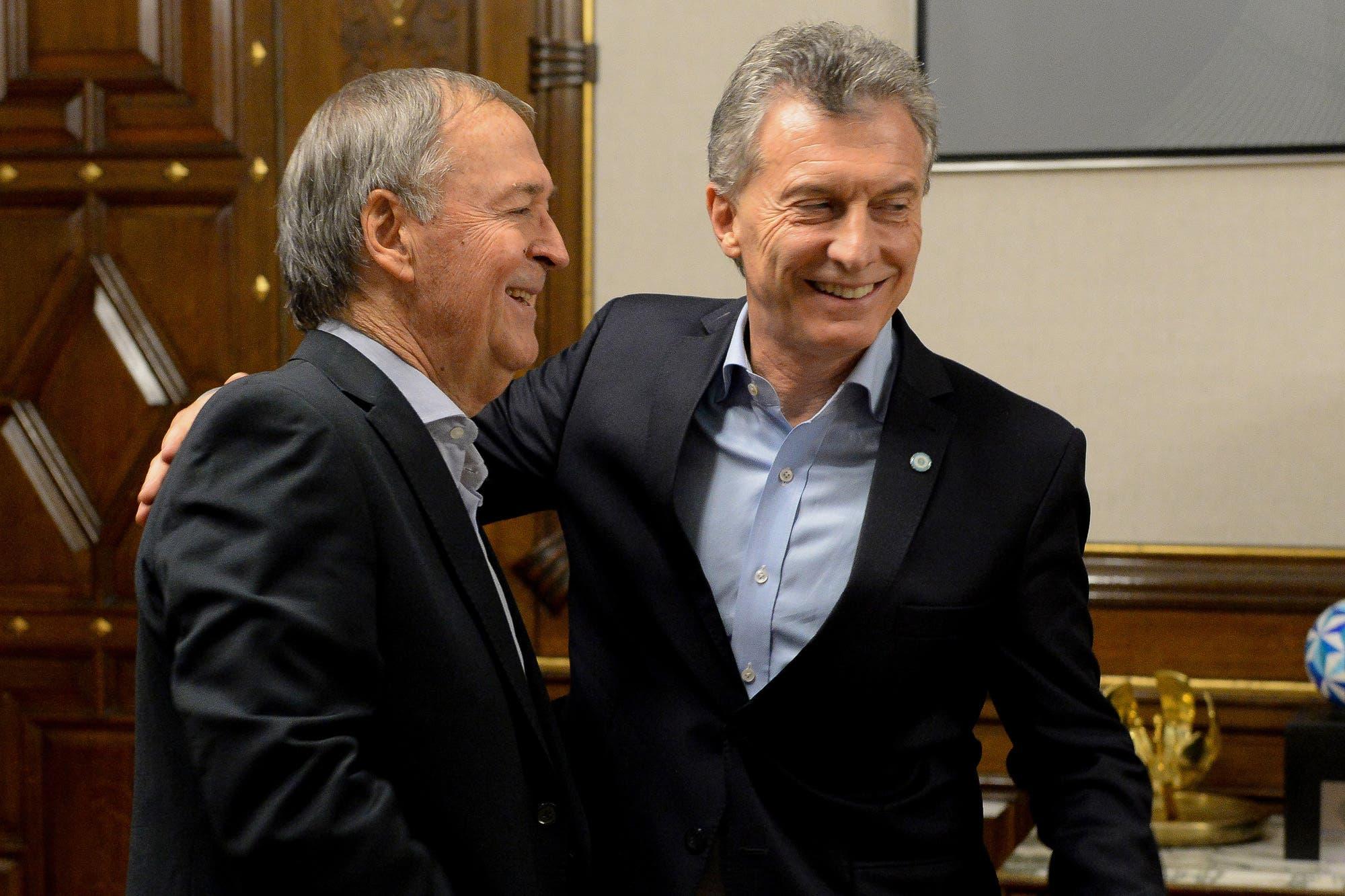 Reunión de Macri y Schiaretti: un abrazo y un mensaje al kirchnerismo y al PJ