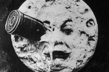 El viaje a la Luna no fue como lo imaginó el director francés Georges Melies en 1902, pero tampoco fue idéntico a como lo planificó el Proyecto Apolo