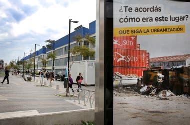El cartel del gobierno que indica el antes y después de las obras