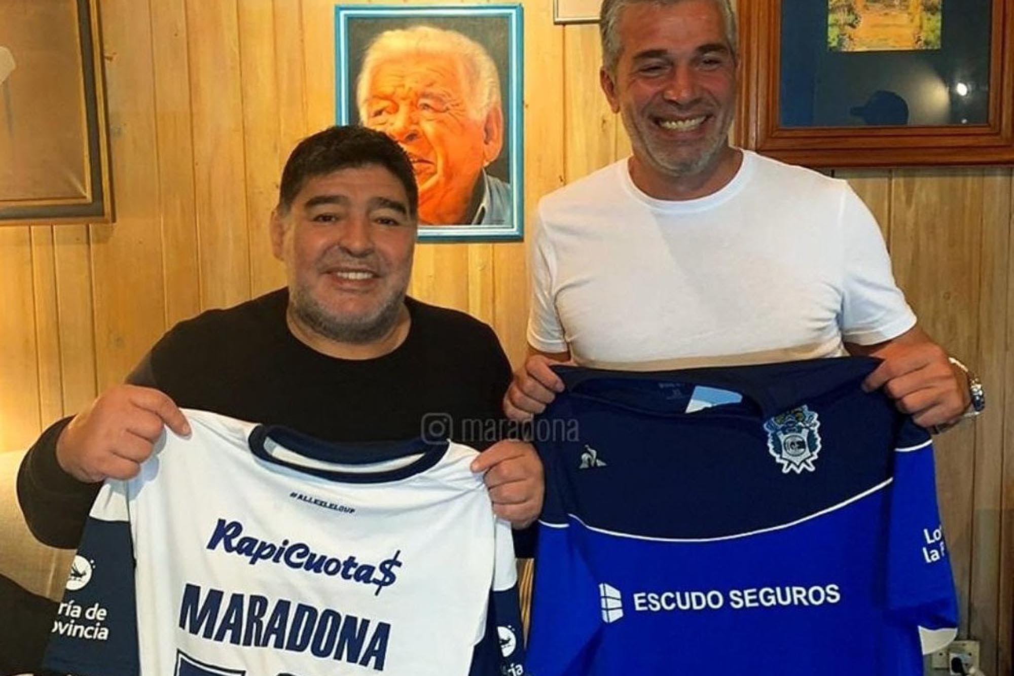 Confirmado: Diego Maradona es el nuevo director técnico de Gimnasia y desató una revolución en La Plata