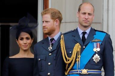 Guillermo le sigue a su padre, Carlos, en la línea de sucesión